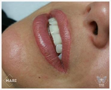 Fotografia di labbra di donna con tatuaggio semipermanente ad effetto naturale guarite eseguito da Marianna bevilacqua presso lo studio Maia Tattoo di Milano Cornaredo