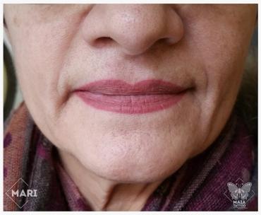 Fotografia di labbra di donna con tatuaggio semipermanente ad effetto rossetto guarite eseguito da Marianna bevilacqua presso lo studio Maia Tattoo di Milano Cornaredo